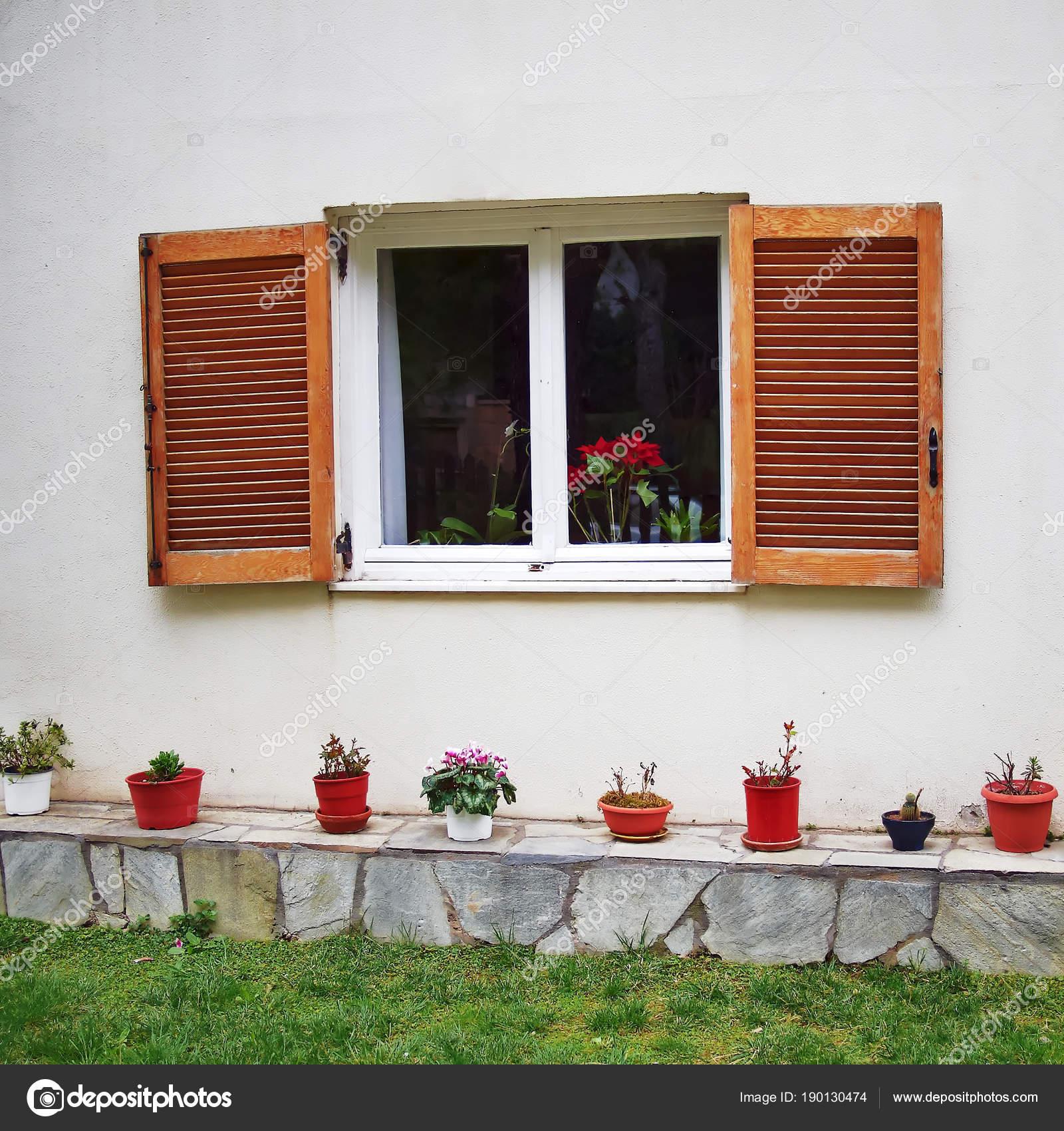 Athen Griechenland Weißer Rahmenfenster Mit Fensterläden Aus Holz ...