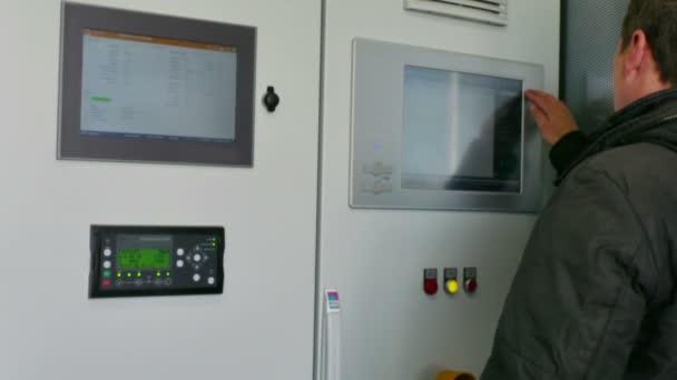 Schalttafel des Biogas-Wärmekraftwerks