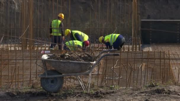 Stavební dělníci provádět zpevňování