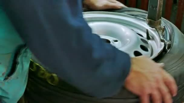 Nastavení auto pneumatiky na ráfku, služby