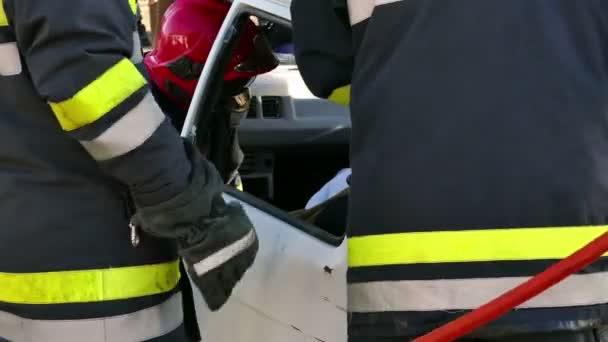 Hasiči záchranáři pomáhali obětem dopravních nehod; Týmy pro pomoc obětem dopravních nehod - demonstrační cvičení