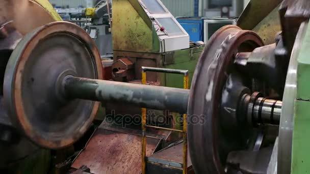 Zpracování náprav kolejových vozidel na velký soustruh / velký soustruh zpracování kovových dílů pro kolejová vozidla
