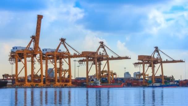 Daru dolgozik hajógyár konténer szállítási teherhajó 4k idő telik el