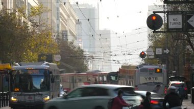 A stationary shot of a busy street in downtown San Francisco