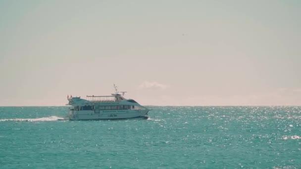 Turistický výlet lodí