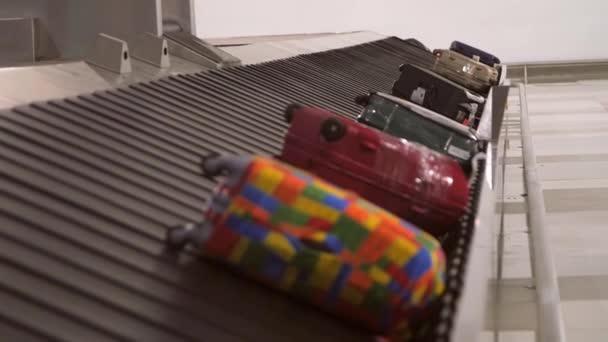 Kufry na zavazadlo uvolnit kolotoč na letišti