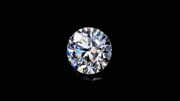 Přírodní velký kulatý diamant na černém pozadí. Unikátní extrémní zblízka natáčení. Záběry jsou vytvořeny z hrubé posloupnosti a mohou být změněny pro jakékoliv technické požadavky.