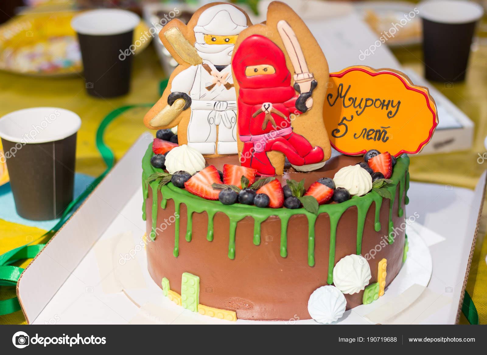 Kuchen Mit Fruchten Fur Den Kindergeburtstag Stockfoto