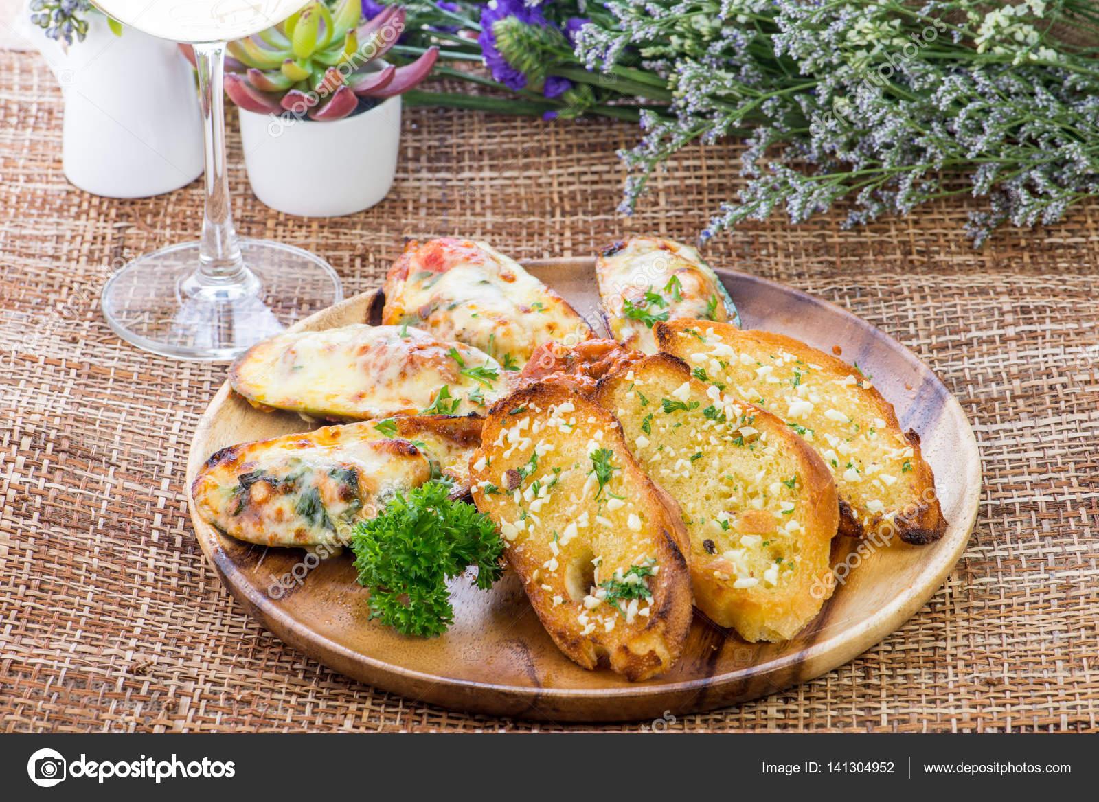 bröd i ugn med ost