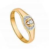 Ring aus Gold mit Diamanten (auf weißem Hintergrund)
