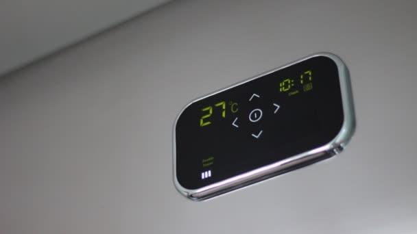 Ohřívač vody. Dotykový ovládací panel. Dotykový programovatelný kotel