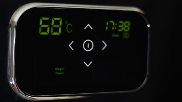 Wi-Fi inteligentní termostat pro inteligentní dům. Teplota nahoru. Ovládat vzdáleně přes app. ovládání z telefonu