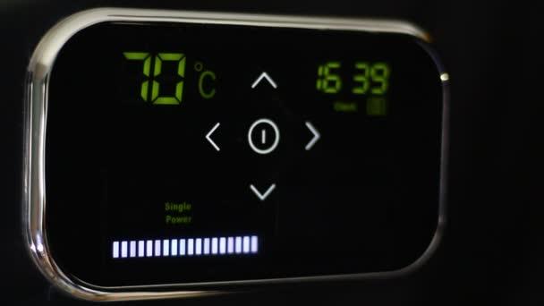 Wi-Fi inteligentní termostat pro inteligentní dům. Teplota dolů. Optimalizace vytápění a chlazení. Režim úspory energie