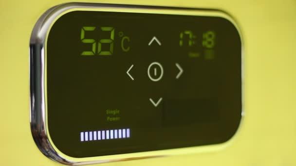 Chytré domácí termostat. Klepněte na wi-fi termostat pro inteligentní domácnost s dotykový barevný displej