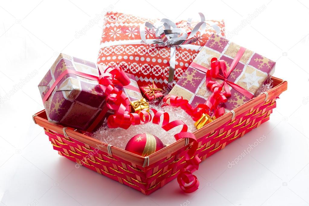 korb mit weihnachtsgeschenke — Stockfoto © fpwing_c #127028356