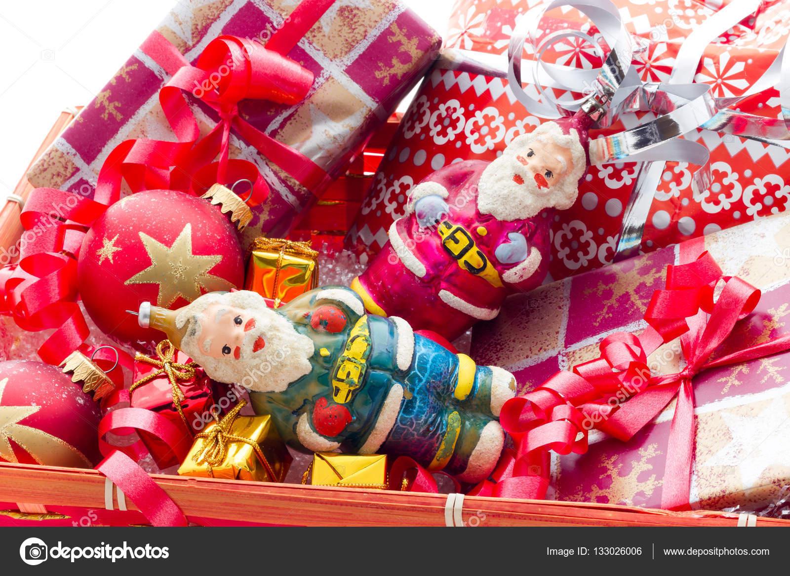 korb mit weihnachtsgeschenke — Stockfoto © fpwing_c #133026006