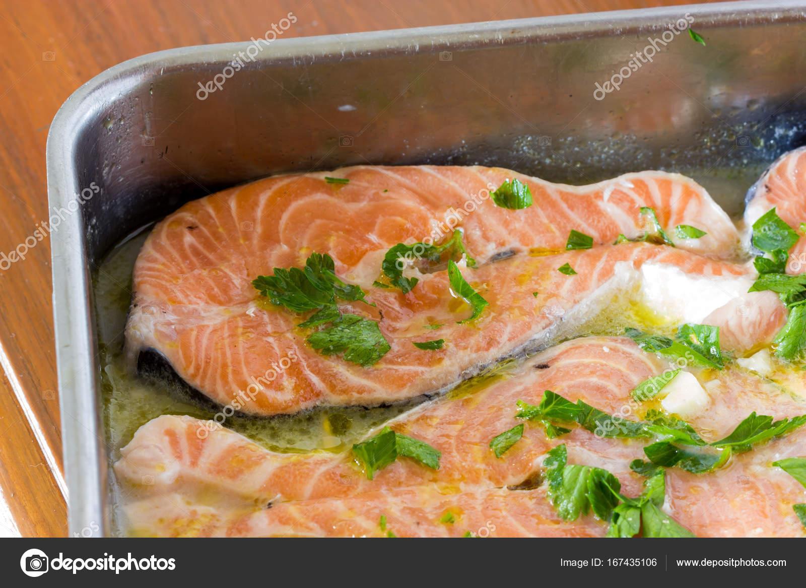 Cucinare Il Salmone Al Forno Foto Stock C Fpwing C 167435106