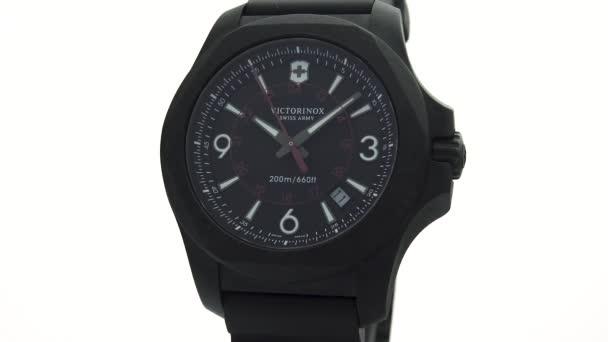 Ibach, Svájc 7.04.2020 - Victorinox Man óra rozsdamentes acél tok fekete óra számlap gumi szíj elszigetelt fehér háttér