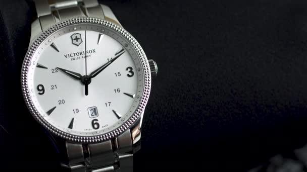 Ibach, Svájc 7.04.2020 - Victorinox Man óra rozsdamentes acél tok fehér óra számlap