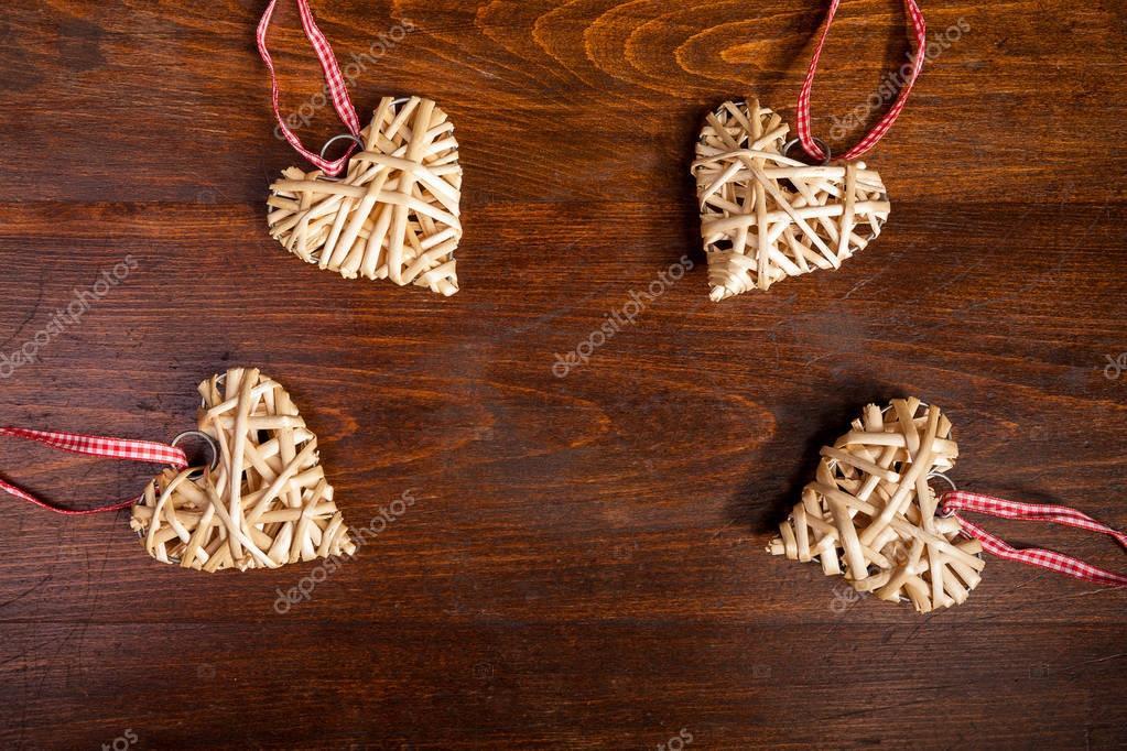 Decorazioni In Legno Natalizie : Cuore di natale decorazione di legno sulla tavola di legno u foto
