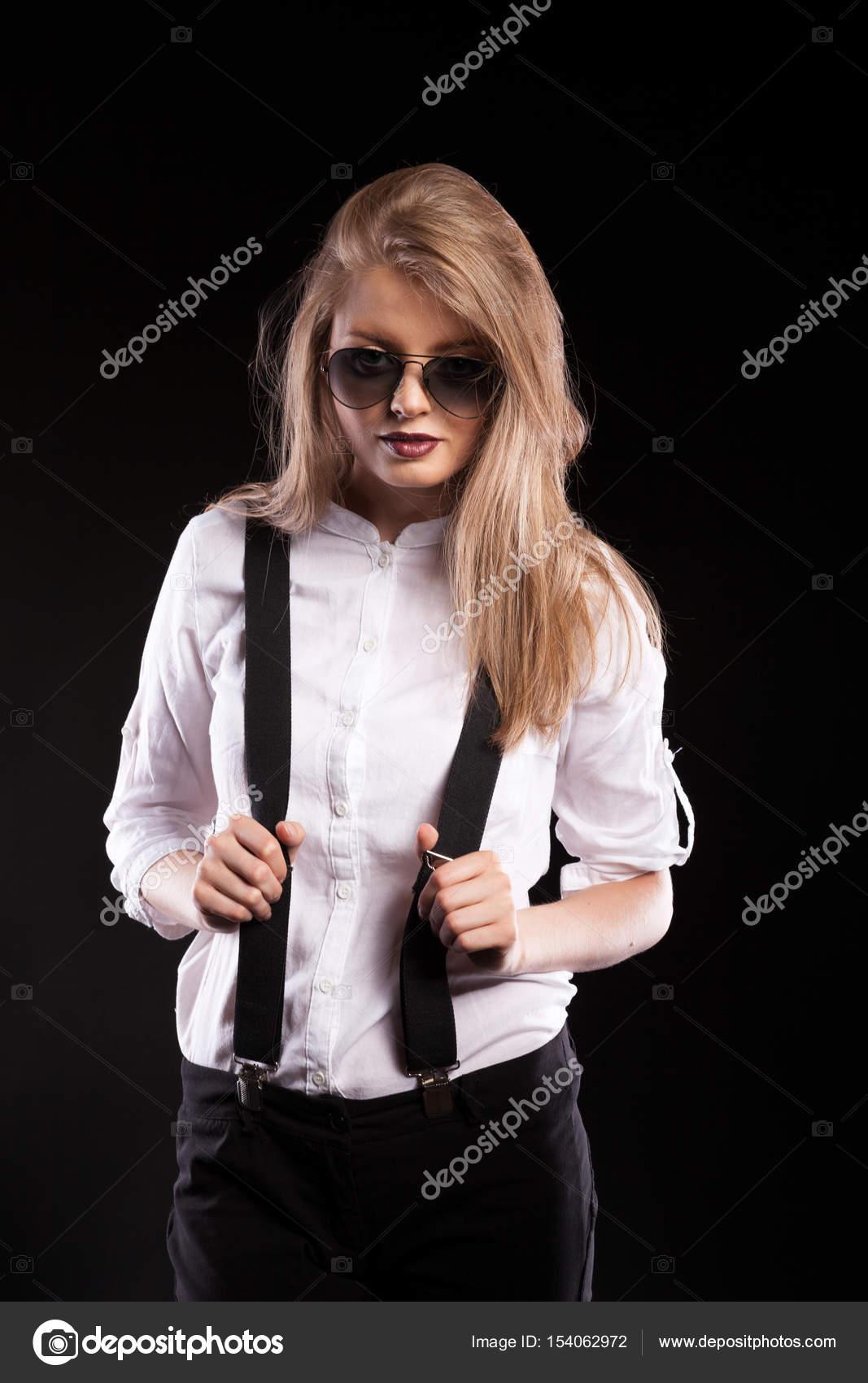 blondinki-v-podtyazhkah-foto-mokrie-kiski-galereya