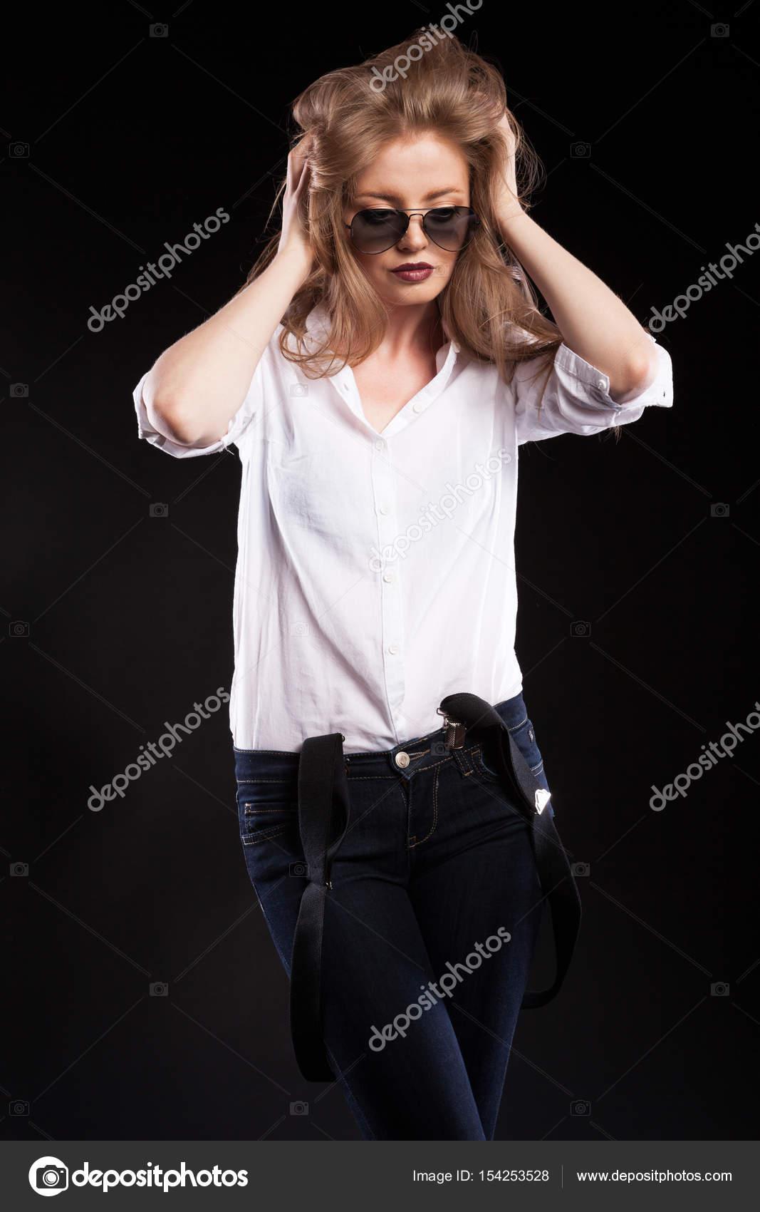 blondinki-v-podtyazhkah-foto-muzhchina-devki-konchaet