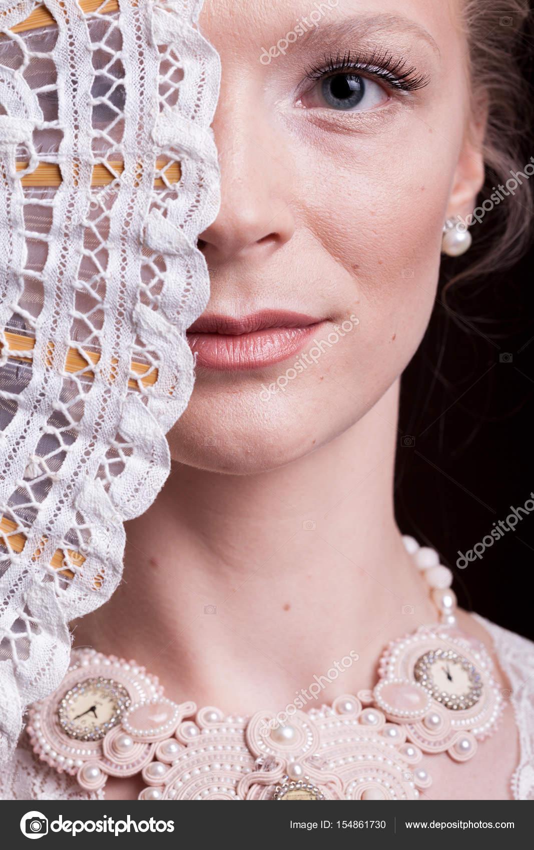 Retrato de mujer con vestido victoriano de la vendimia con un ...