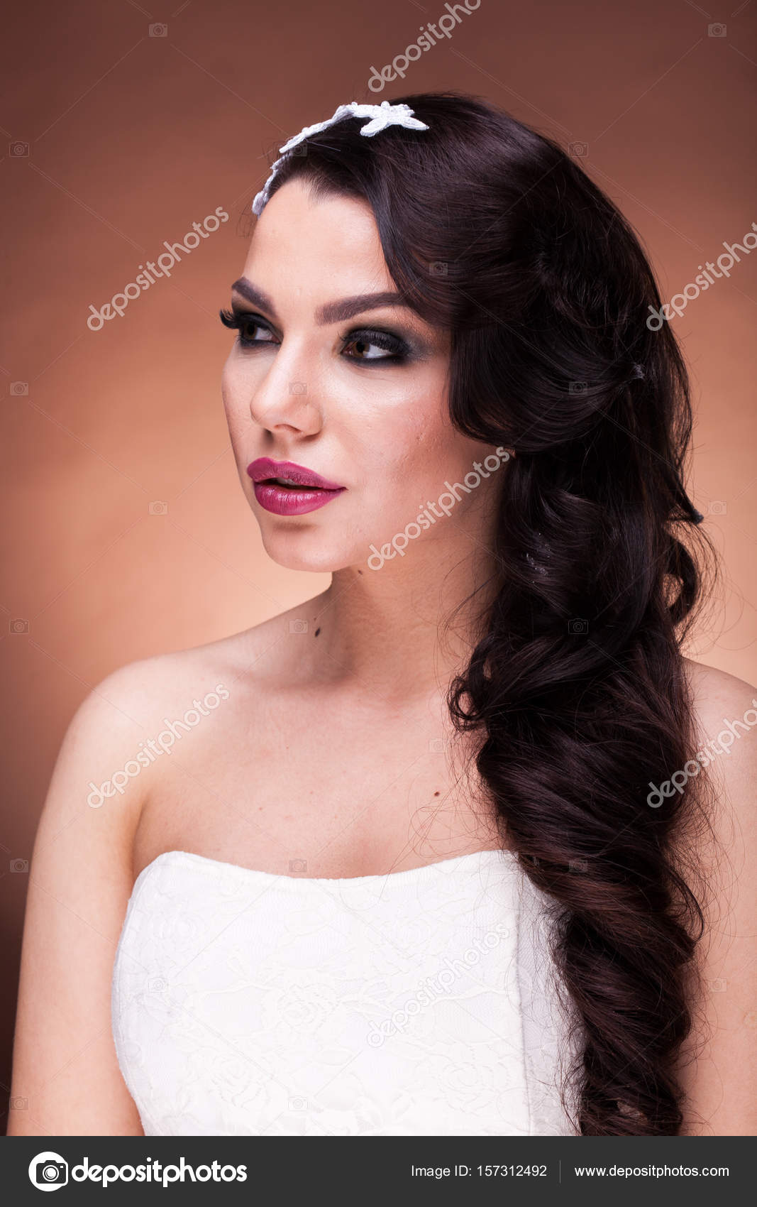 on trend hair styles profesyonel sa 231 ve makyaj moda gelin stok foto 5616 | depositphotos 157312492 stock photo fashion bride with professional hairstyle