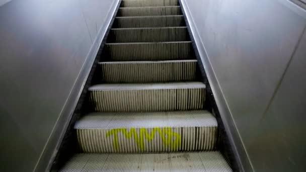 Eskalátoru schodišti nahoru, pov perspektivy