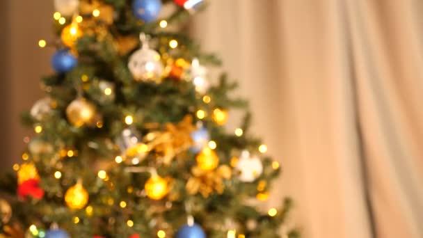 Přiblížení z jiného zaměřit zblízka na vánoční stromeček, věnce
