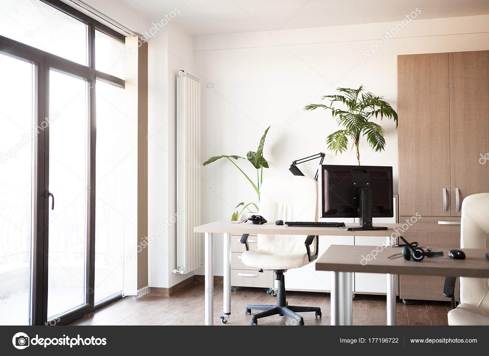 Großansicht des Interieurs eines leeren moderne Büros — Stockfoto ...