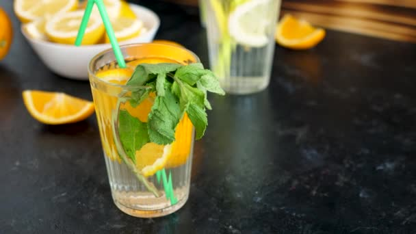 Menta a pohár finom orangeade