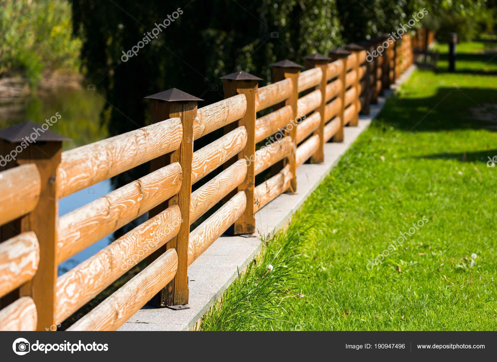 Calle valla de madera de tablones marco horizontal foto - Valla de madera ...