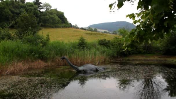 Lochnesská příšera na malé jezero