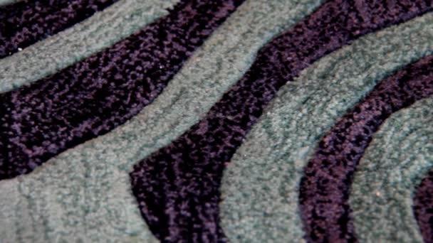 Pruhovaný koberec šedá fialová