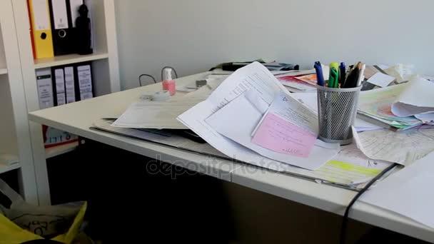 Disordine In Ufficio.Lavoro Disordine Sul Tavolo Ufficio