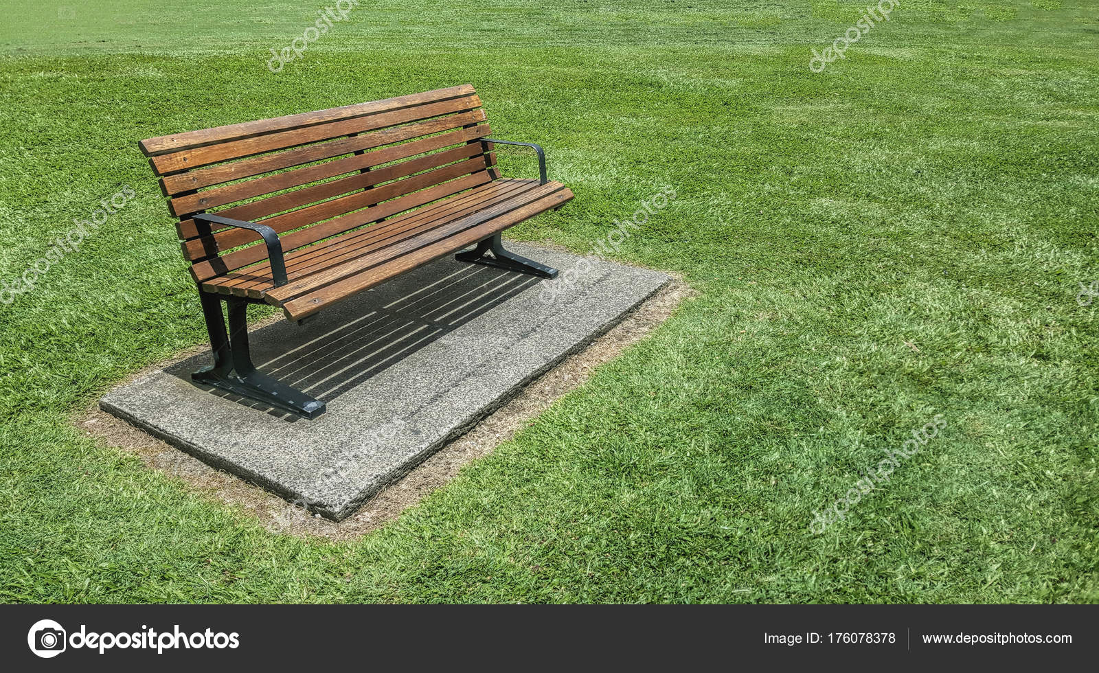 Wooden Bench Seat In The Park U2014 Stock Photo