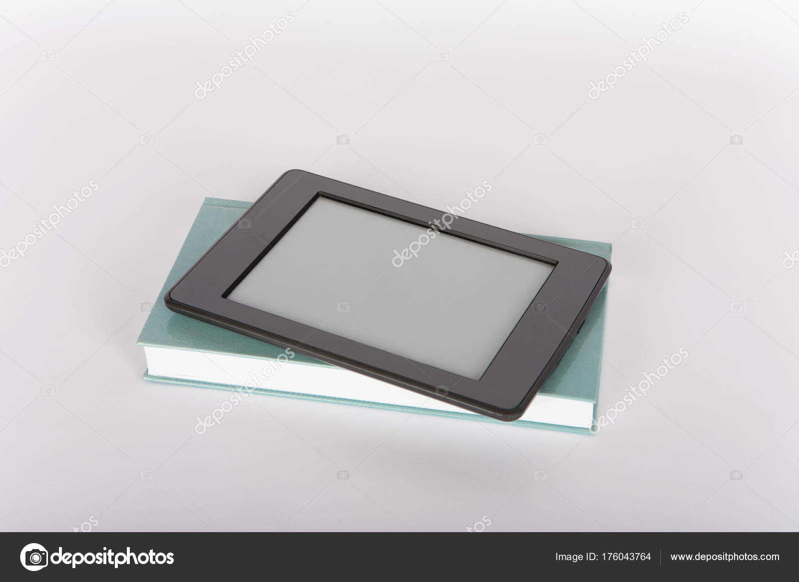 Ebook Reader Tablet Mit Leeren Bildschirm Auf Ein Papierbuch