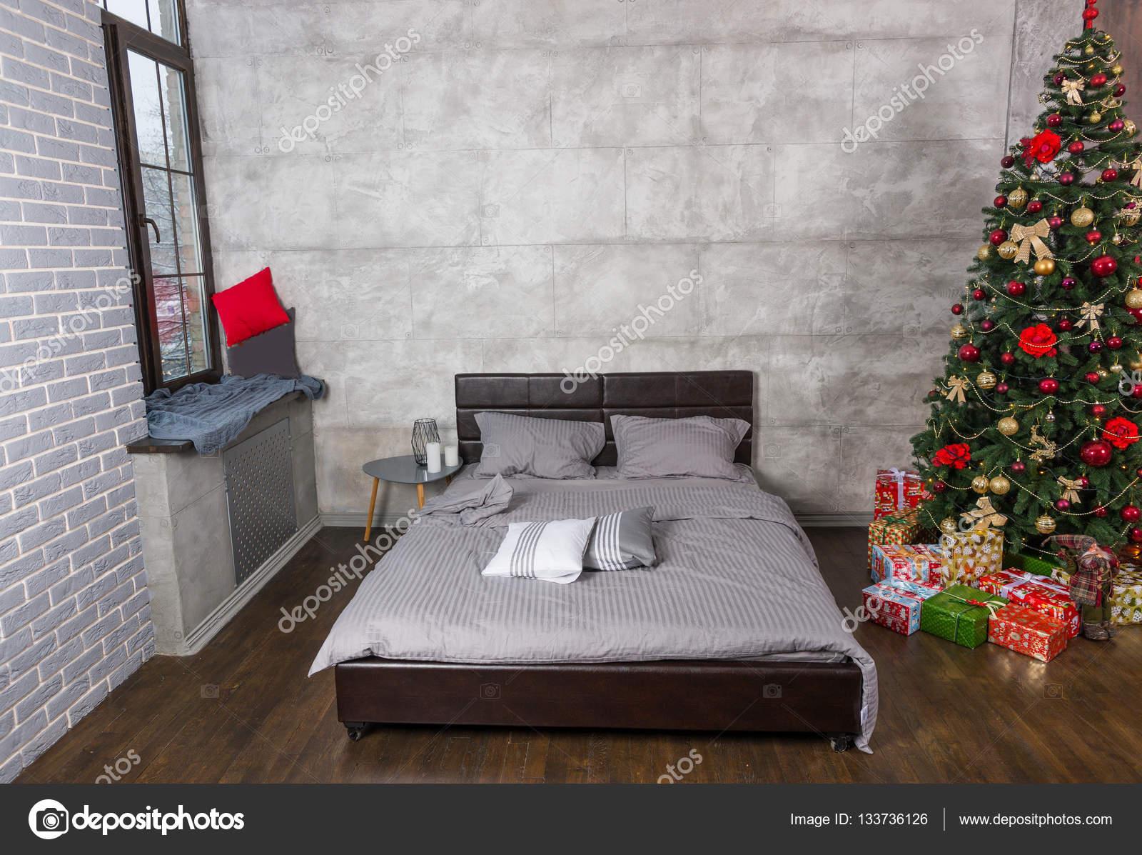 Slaapkamer Kleuren Grijs : Stijlvolle slaapkamer in loft stijl met grijze kleuren en kerstmis