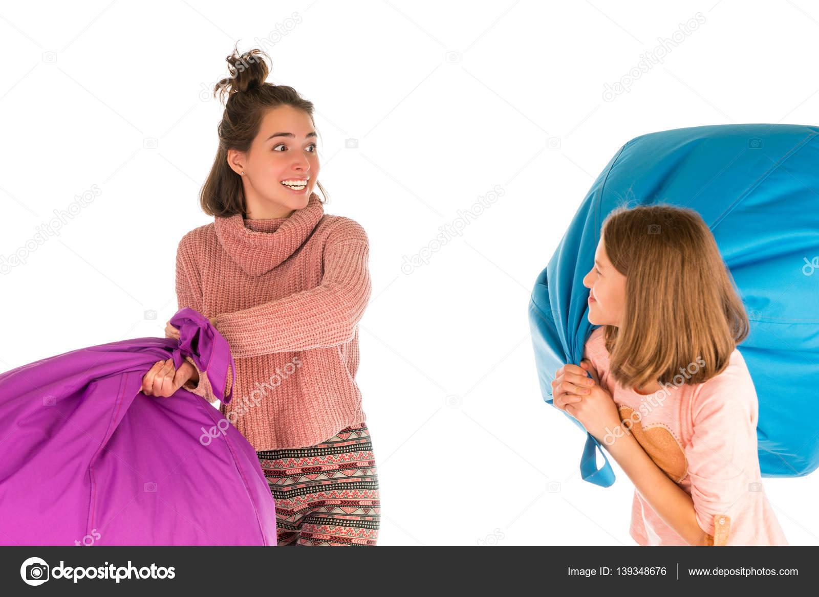 Zitzak Voor Meisjes.Grappige Meisjes Vechten Met Zitzak Stoelen Stockfoto C Vaicheslav