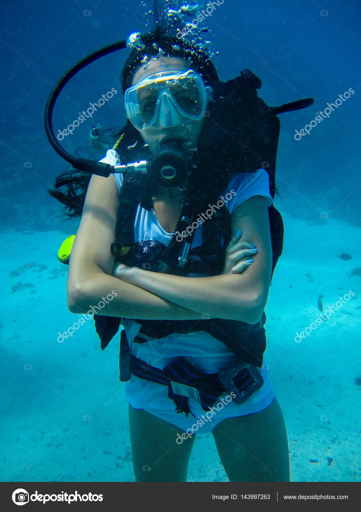 女性とスキューバ ダイビングの水中撮影 — ストック写真