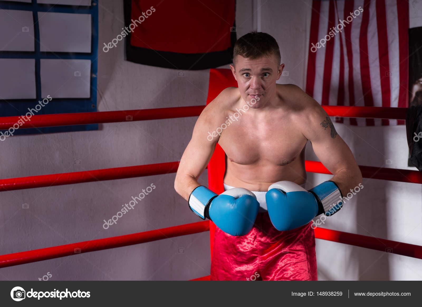golie-bokseri-muzhchini-letsya-vlagalisha