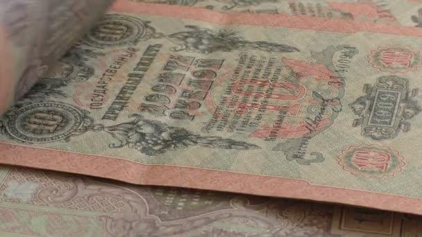 Staré ruské carské bankovek během inventury