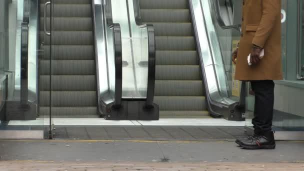 Leták mu₧ eskalátor