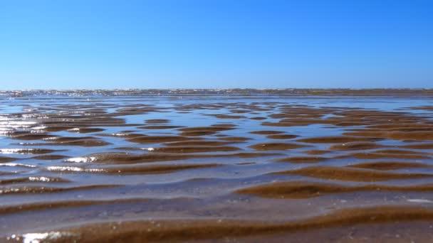 Hullámzott a homok és a tenger hullámok