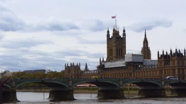 Sárga mentőautók, a Westminster Bridge