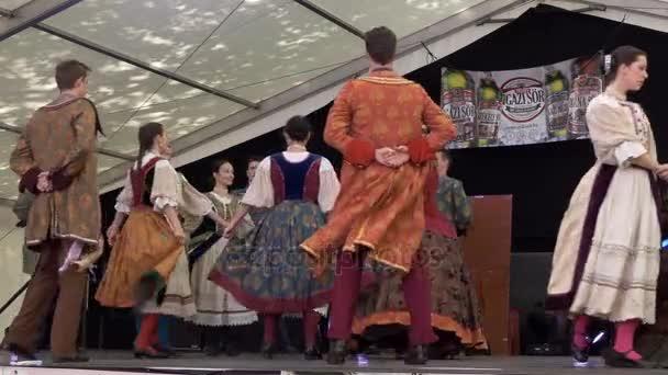 Taneční soubor z Maďarska provedení příběh British