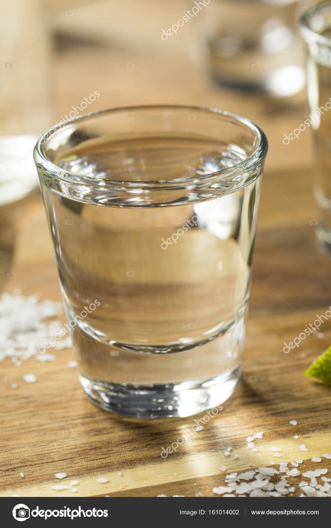 Alkohol Mezcal Tequila Shots — Stockfoto © bhofack2 #161014002