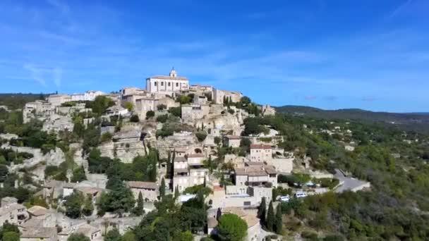 Pohled na Gordes, typické městečko v Provence, Francie