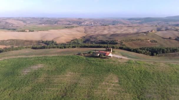 cappella di vitaleta mit Zypressen in der Toskana